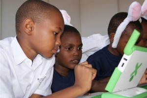 Primary-school-children-testing-a-literacy-programme-at-eLearning-Africa (Copier)