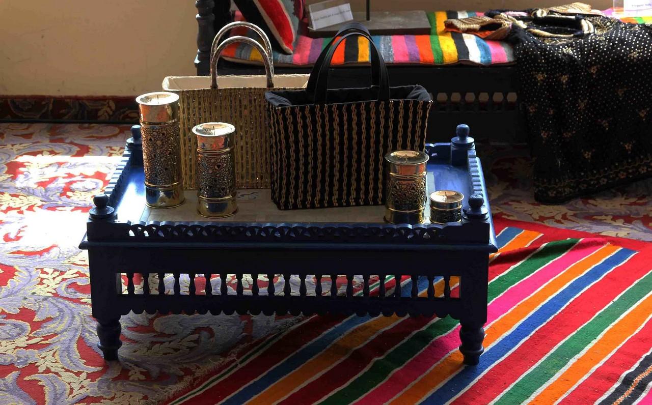 Pi ces anciennes et artisanat au festival de mode de tunis for Meuble artisanal tunisien