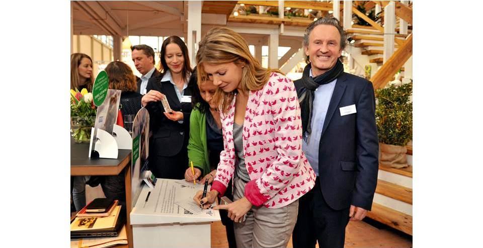 L'actrice Ursula Karven apporte sa signature à la campagne Logocos
