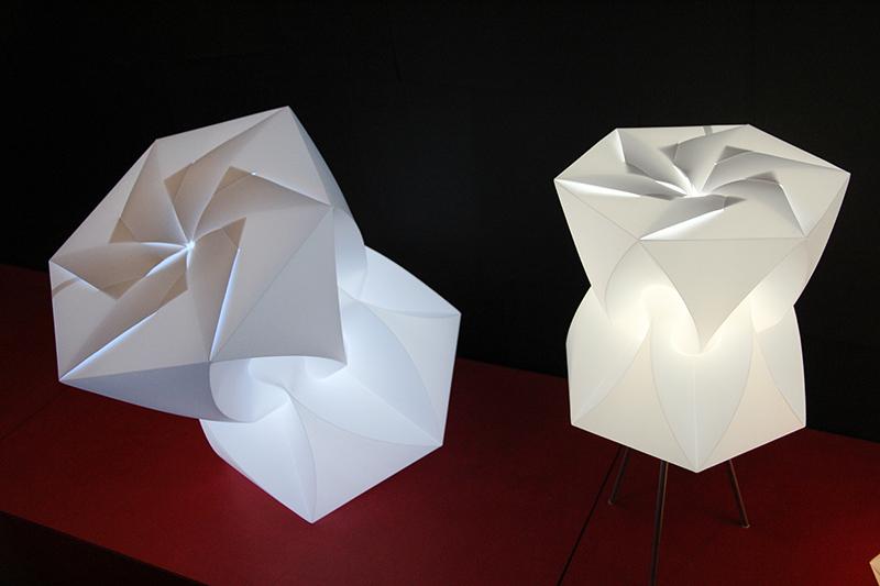 art du pliage lumineux. Black Bedroom Furniture Sets. Home Design Ideas