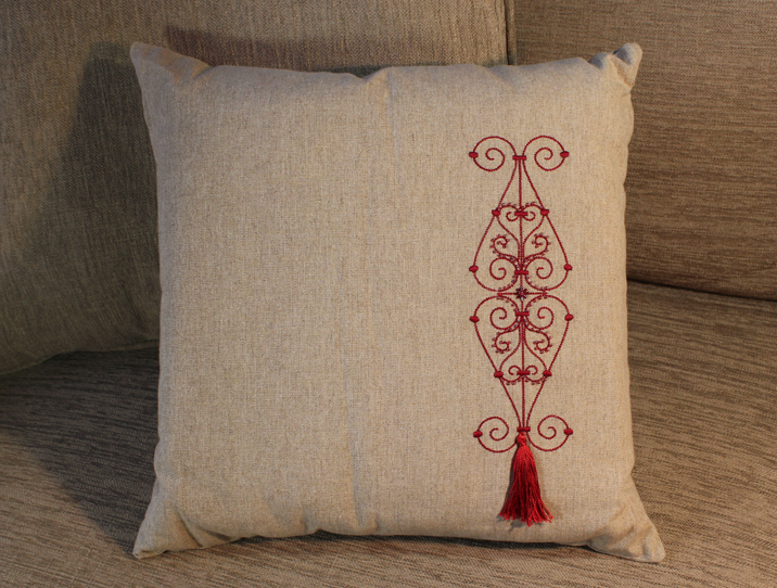 coussin_lin_broderie_fer-forgé-rouge_image1