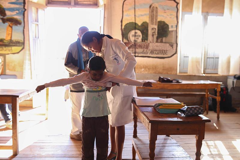 La visite médicale des enfants (2)