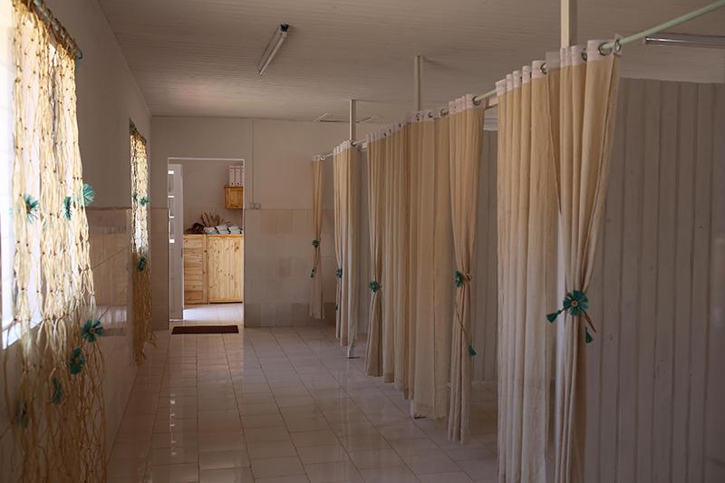 Vue de la grande salle et les quatre cabines de soins