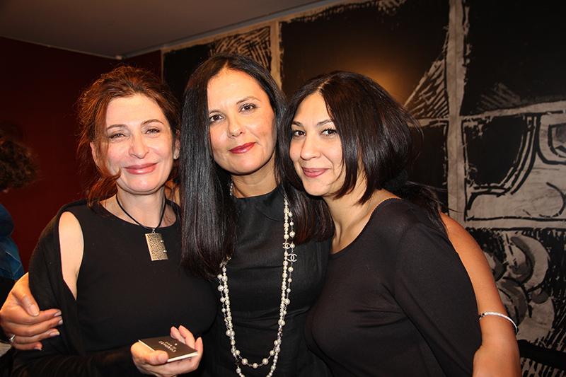 sur la gauche Pariza Reza au  milieu Fériel Berraies Guigny et sur la droite Kathy Heidarpour UFFP directrice beauté