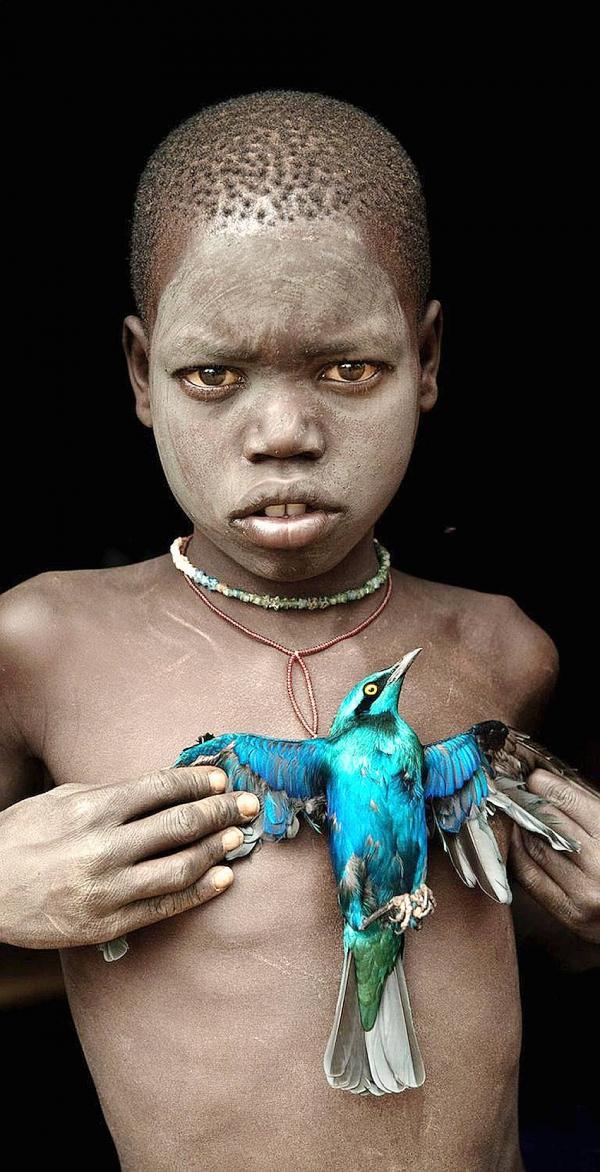 HANS SILVESTER. Les Enfants Bergers d'Ethiopie. 2012, tirage photographique sur aluminium 160X106 cm ed de 10, Galerie Pome Turbil. Courtesy of Galerie Pome Turbil
