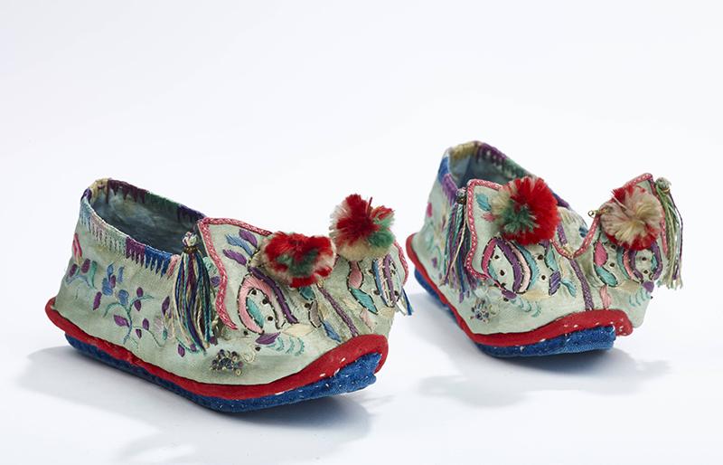 chaussure_a_tete_de_dragon_pour_enfant