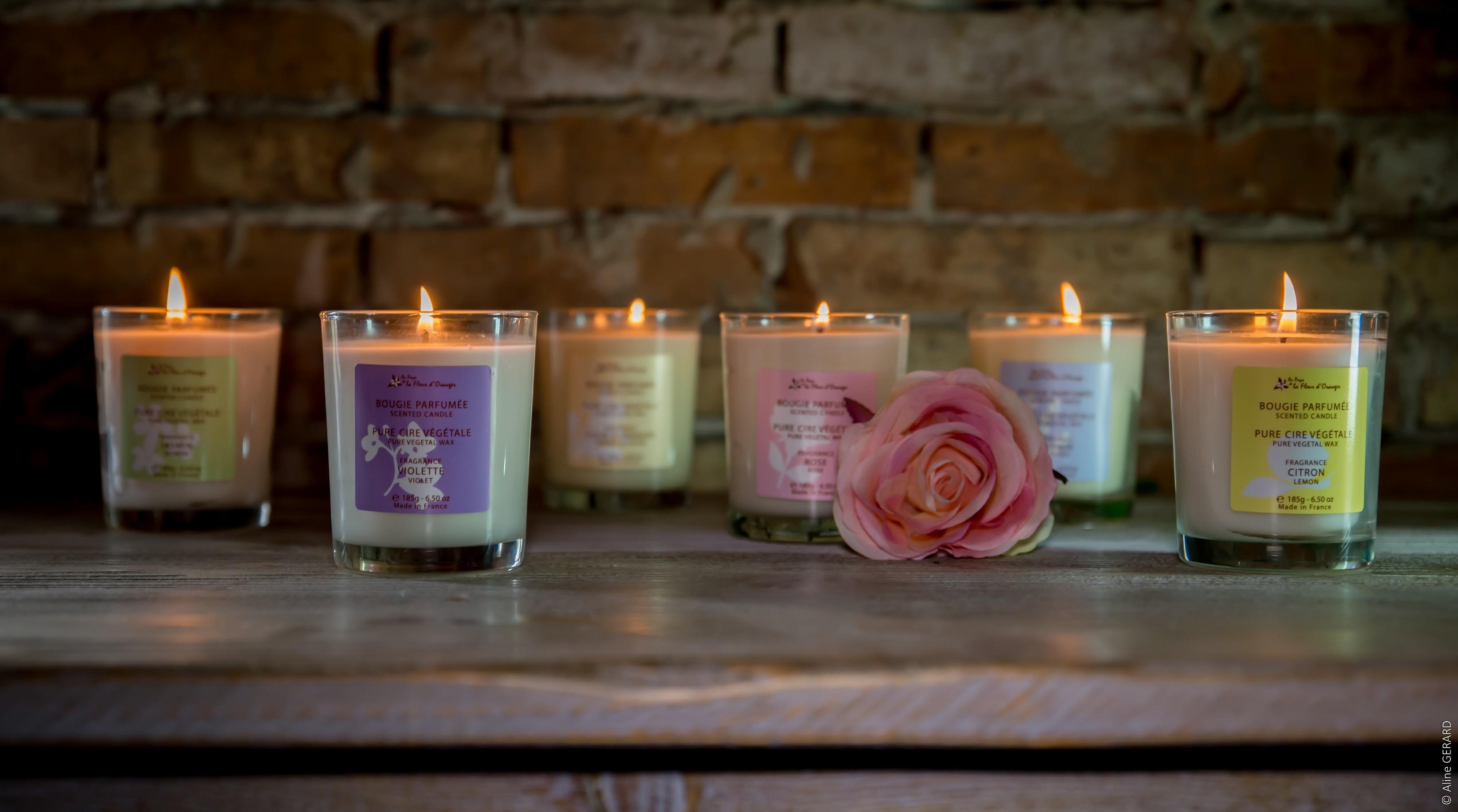 bougie-parfumee-a-la-fleur-doranger-185g-les-bougies