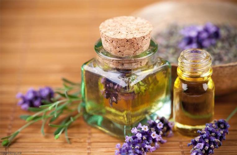 bien-etre-rester-zen-avec-les-huiles-essentielles-lavande-lejournaldubienetre.com_