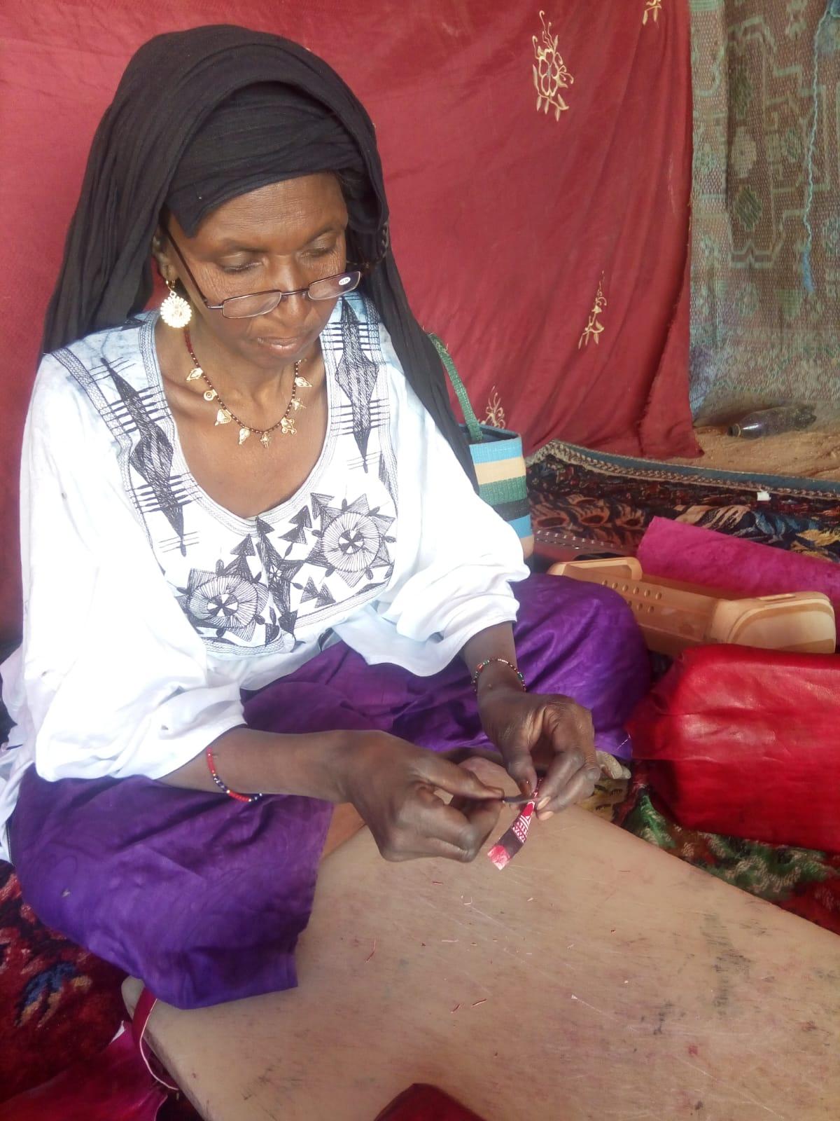 Sahara Maroquinière touaregue Gainage cuir Boîte et accordéon